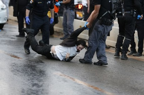 Israeli draft dodgers sentenced, police and Haredi clash