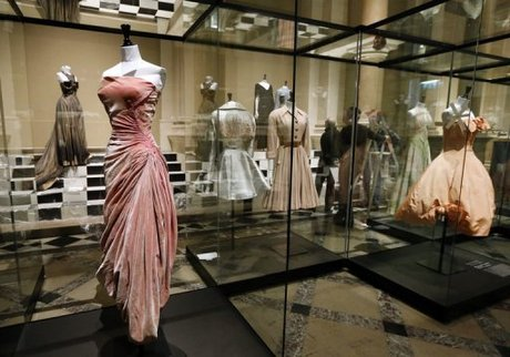 A history of couture in 100 dresses naharnet for The history of haute couture